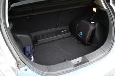 300 liter feletti csomagtér, BOSE láda, töltő kábeles hátizsák